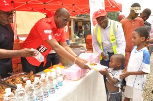 Director, Corporate Communication and CSR, Emeka Oparah; MD and CEO, Airtel Nigeria, Segun Ogunsanya; Senior Manager, Site Deployment, Airtel Nigeria, Fred Ekete and two beneficiaries at the Airtel 5 Days of Love campaign in Lagos on Tuesday, December 13, 2016.