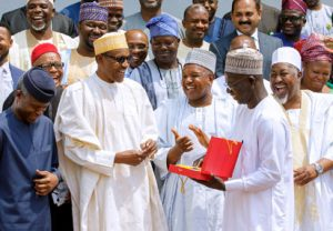 President Buhari in a group photo: With him are Vice President Yemi Osinbajo, Kebbi State Governor Atiku Bagudu, President Rice Farmers Association Aminu Goronyo, Jigawa State Governor Abubakar Badaru and others as he receives in audience Delegation of Rice Processors Association of Nigeria in State House on 13th Mar 2018